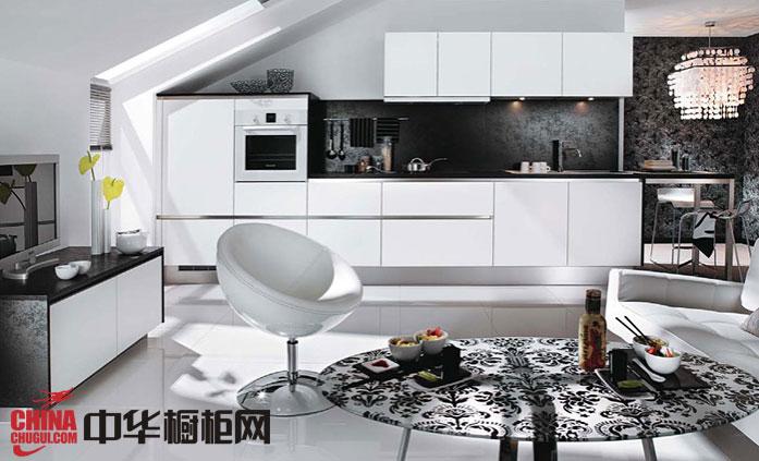白色烤漆橱柜设计效果图-大巴塞纳 厨房装修效果图大全2012图片