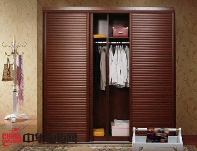 棕色实木衣柜效果图-帝王贵族轩尼斯系列苹果木百叶门
