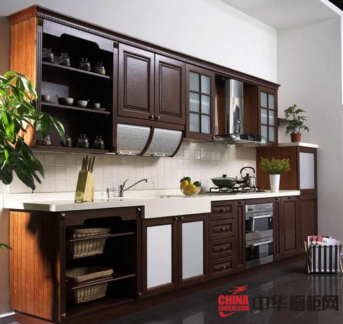 古典风格实木橱柜图片 棕褐色整体橱柜效果图 一字型小厨房装修效果图欣赏