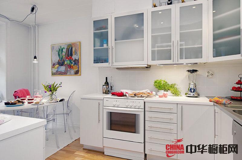 纯白色烤漆橱柜效果图 开放式厨房装修效果图