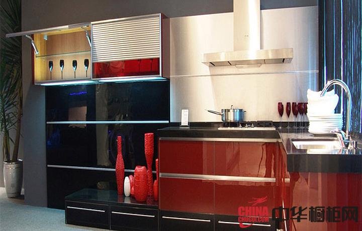 红色不锈钢烤漆橱柜实景图片 简约风格厨房装修效果图欣赏