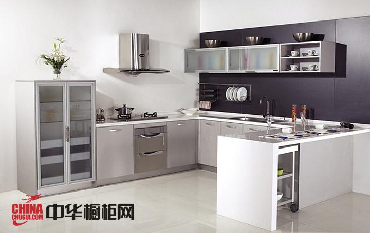 白色系整体橱柜效果图 现代时尚厨房装修效果图欣赏