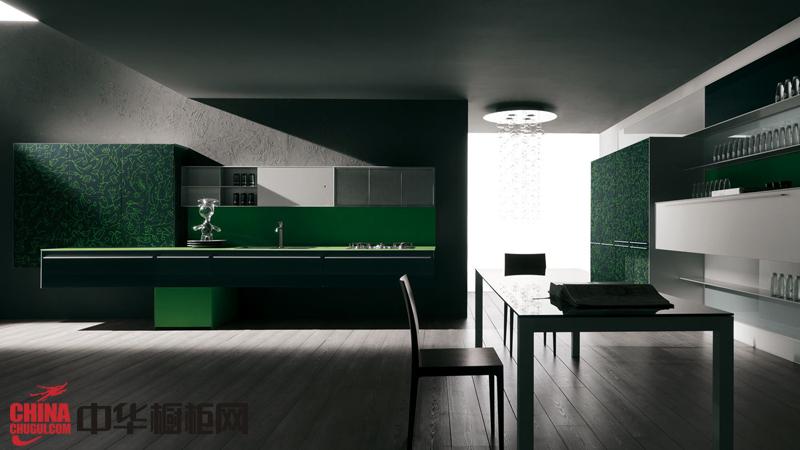 草绿色烤漆整体橱柜装修设计效果图 现代时尚风格整体厨房橱柜效果图欣赏