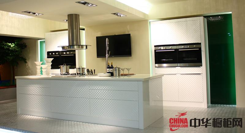 银白色烤漆橱柜设计效果图 简约风格整体厨房装修效果图欣赏