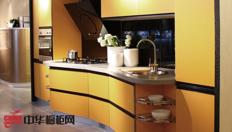 橘黄色整体橱柜装修效果图 时尚烤漆橱柜图片营造梦幻氛围