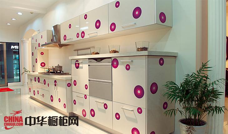 奥卡诗烤漆橱柜图片梦幻光影 一字型小厨房装修效果图欣赏