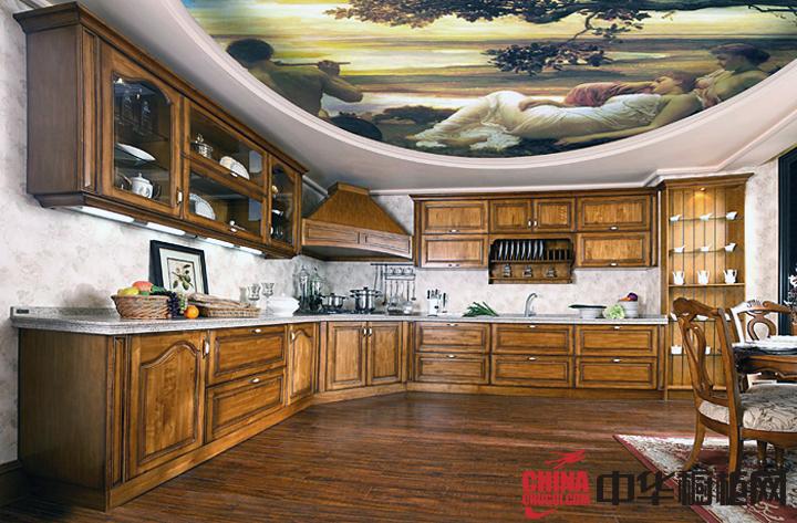 原木色整体橱柜装修效果图 古典风格整体橱柜设计图片展示典雅文化气息