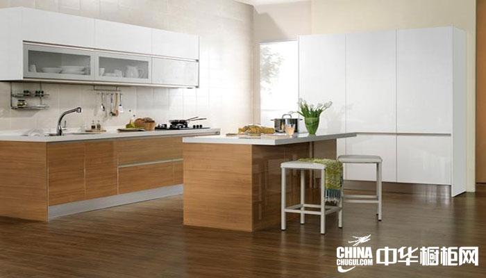 现代简约风格整体橱柜效果图 天然木纹烤漆厨房装修效果图
