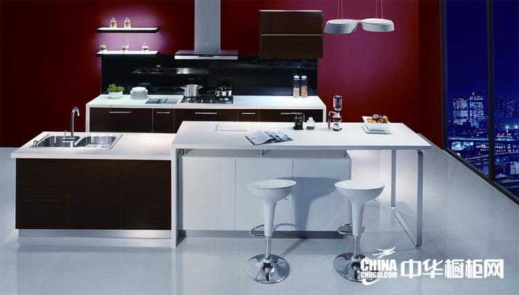 红色烤漆整体厨房装修效果 咖啡牛奶整体橱柜效果图片