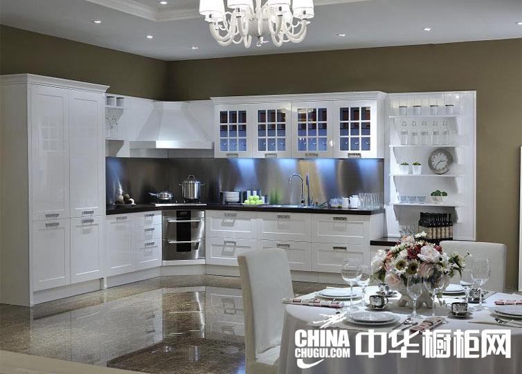 2013最新厨房装修效果图片大全 黑色台面整体橱柜效果