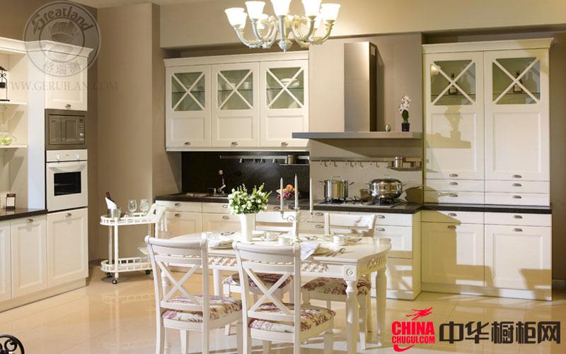 白色欧式实木橱柜图片 田园风格厨房装修效果图欣赏