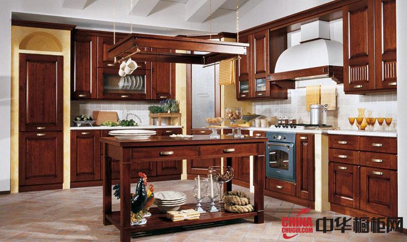 优雅古典风格整体橱柜图片 古朴的欧式实木橱柜图片