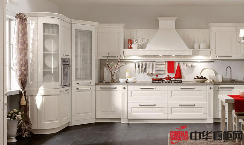 纯白色烤漆欧式橱柜效果图 开放式厨房装修效果图欣赏