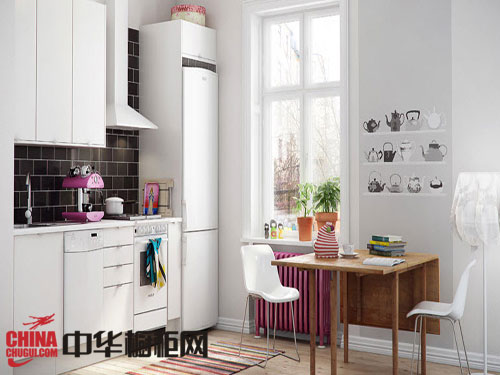 时尚的吧台设计把这个现代风格小户型厨房装饰得更具浪漫风情.