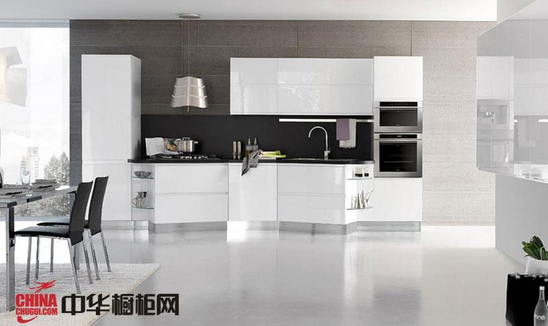纯白色烤漆整体橱柜效果图 一字型小厨房装修效果图