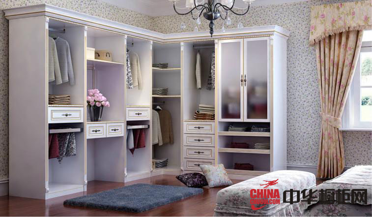 简约欧式风格实木带抽衣柜,简约风格和干净的线条,便于与其他家具和谐