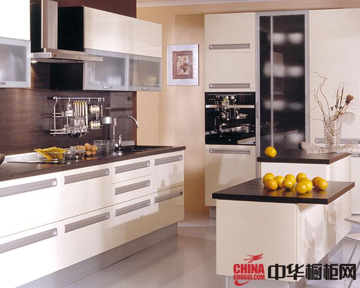 乳白色烤漆橱柜图片 开放式厨房装修效果图欣赏