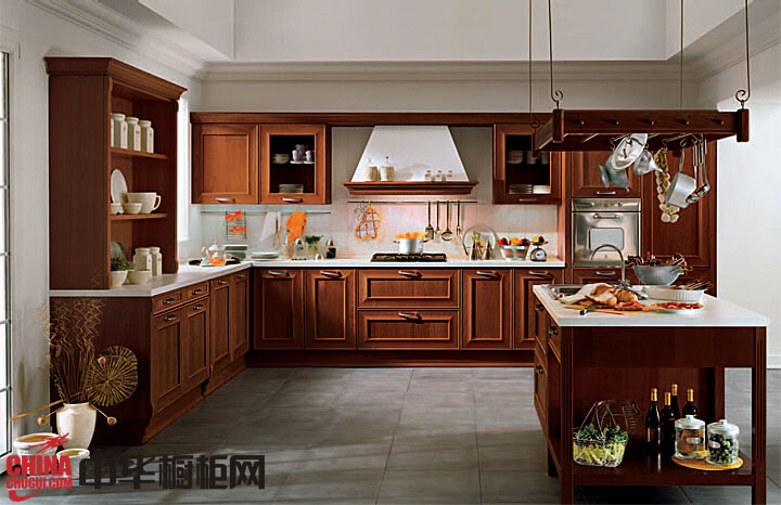 红棕色欧式实木橱柜效果图 古典风格岛型整体橱柜图片