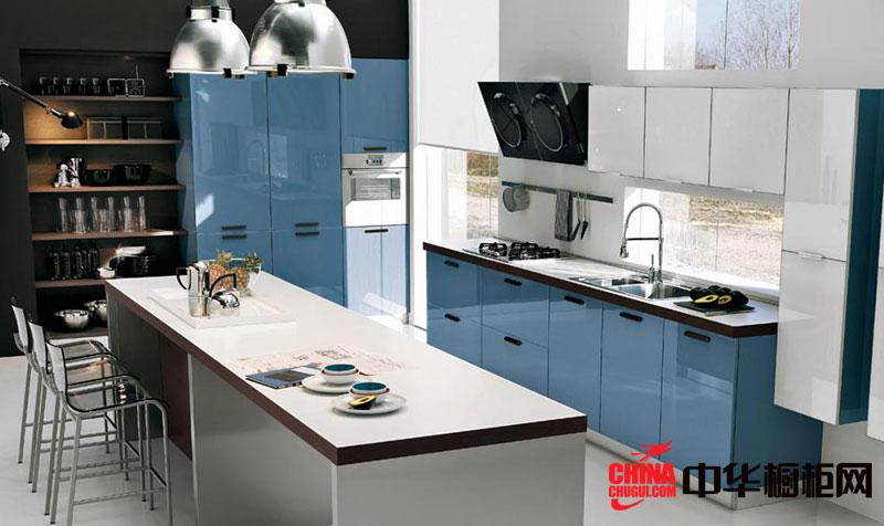 现代简约风格整体厨房装修效果图 蓝色烤漆橱柜图片欣赏