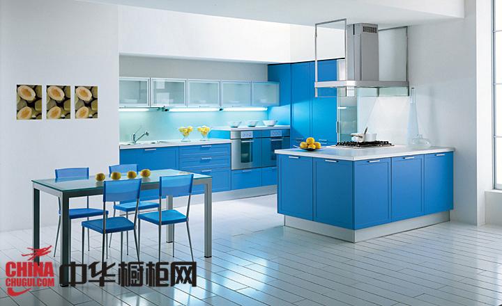 沉稳安静的蓝色橱柜效果图 让你的整体厨房愈加清爽