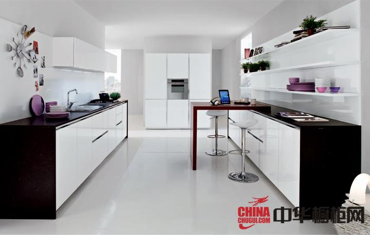 黑白搭配的厨房装修效果图 引领时尚潮流