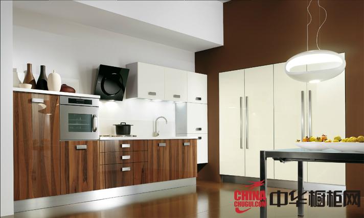 清新宁静的原木色橱柜图片 开放式厨房装修效果图