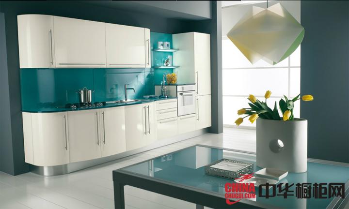 清新的彩色厨房装修效果图 凸显厨房的净白之美