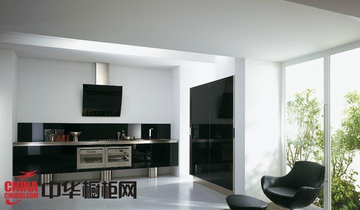 烤漆橱柜图片 演绎厨房经典黑色印象