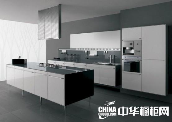 网】黑白色系一直是厨房中的经典,一般现代简约风格的厨房装修设计中
