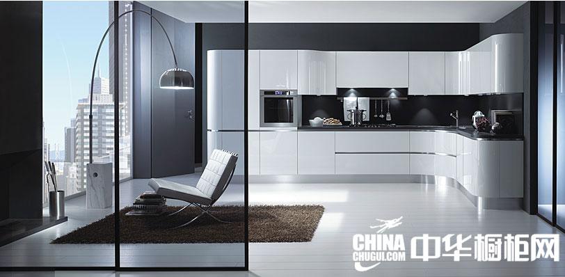 白色烤漆整体橱柜效果图 简约设计打造摩登生活