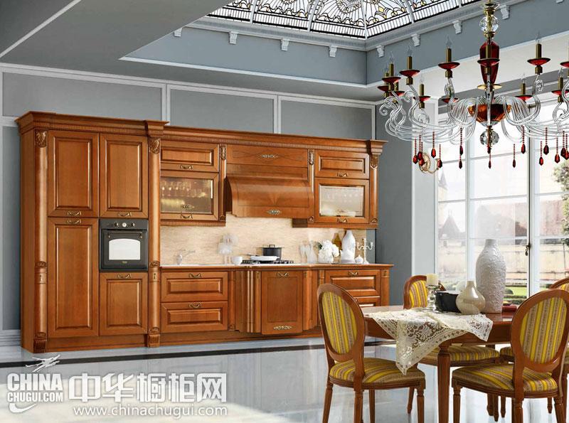 小户型厨房装修效果图 实木橱柜打造舒适生活