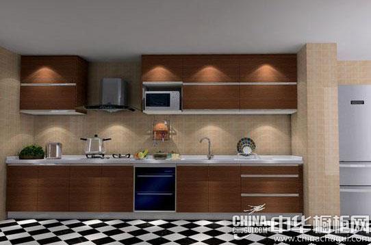 为了更凸显整体厨房的装修效果,厨房橱柜的面板则选择了颜色相对较深