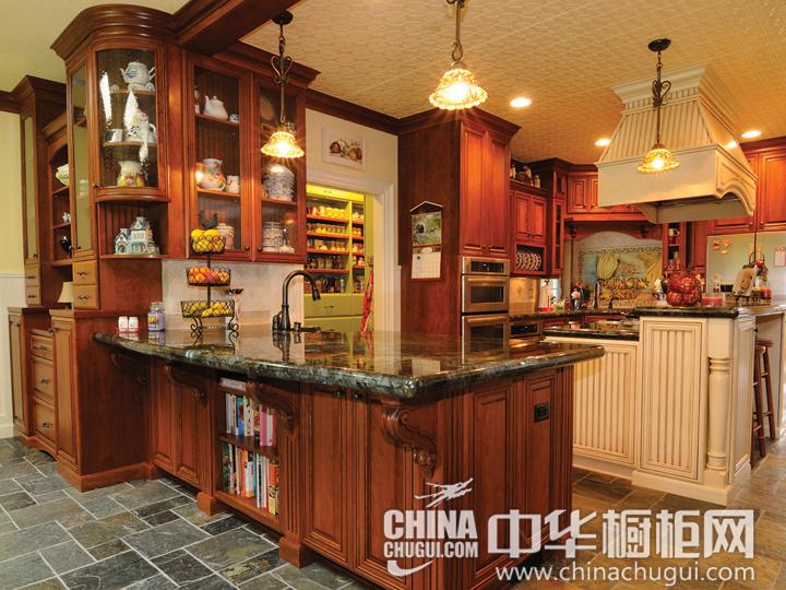 打破传统厨房布局 古典风格橱柜图片