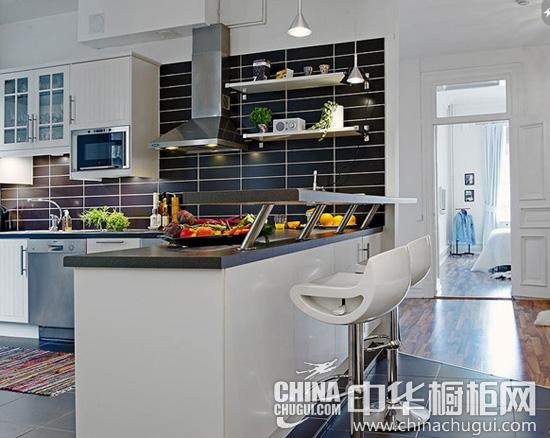 案例三:北欧大户型公寓的开放式厨房,在不影响橱柜台面本身功能的