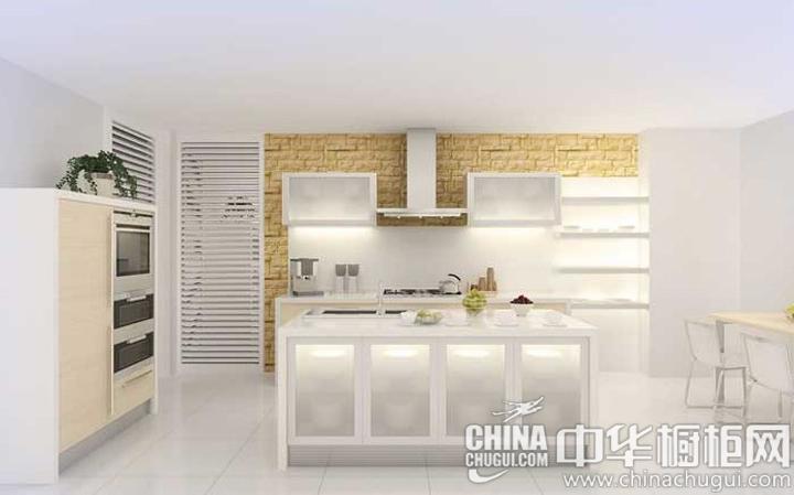 放大厨房空间的效果 玻璃橱柜图片