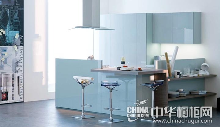 明朗宽大的空间 浅蓝色橱柜效果图