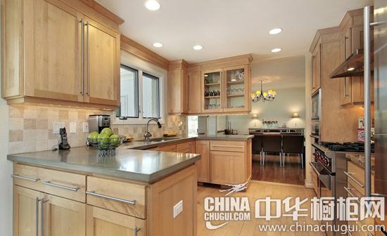 《住宅设计规范》规定,为了保证厨房的安全,面积不得少于5平方米.