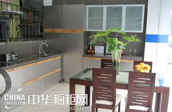 这款现代简约风格 厨房装修效果图 时尚大方,设计打造梦幻般的厨房