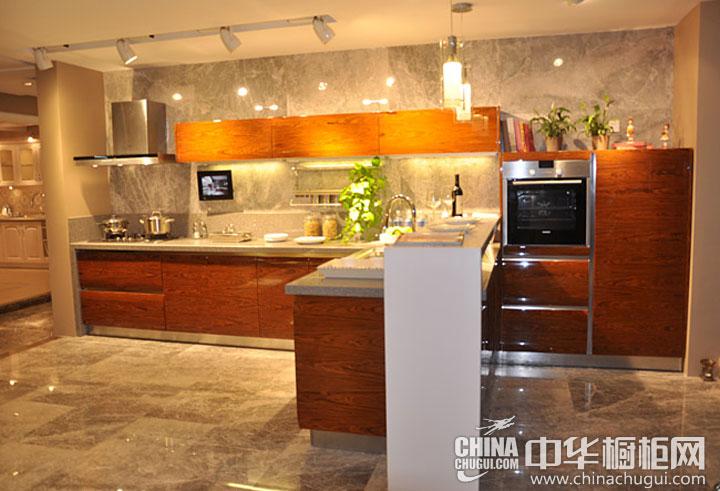 厨房装修效果图  黄色木纹烤漆橱柜