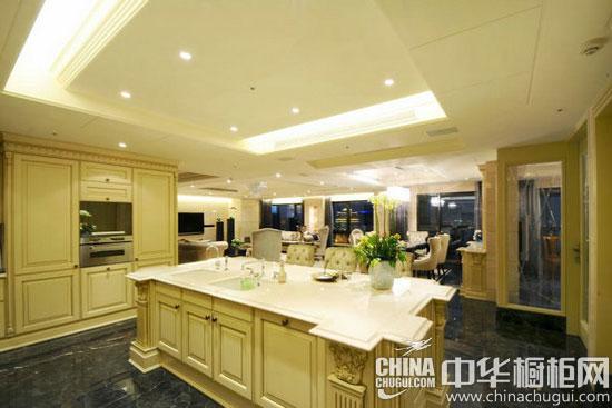 案例一:欧式古典厨房装修 重点设计:餐厨区域 编辑点评:三房格局的