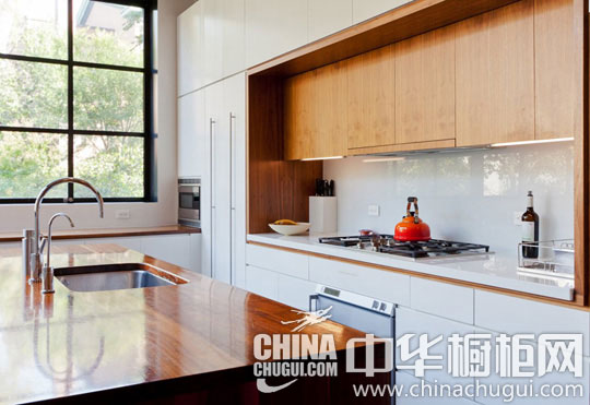 精美櫥柜點亮廚房空間 完美設計讓你愛上下廚