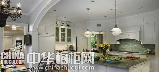设计亮点:橱柜 小编的话:于小复式楼厨房装修来说,选择合适的 橱柜图片