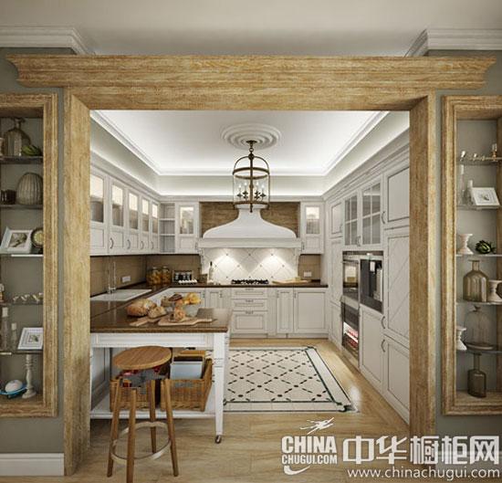 设计重点:强大收纳功能的厨房 编辑点评:环绕式收纳橱柜设计,增加