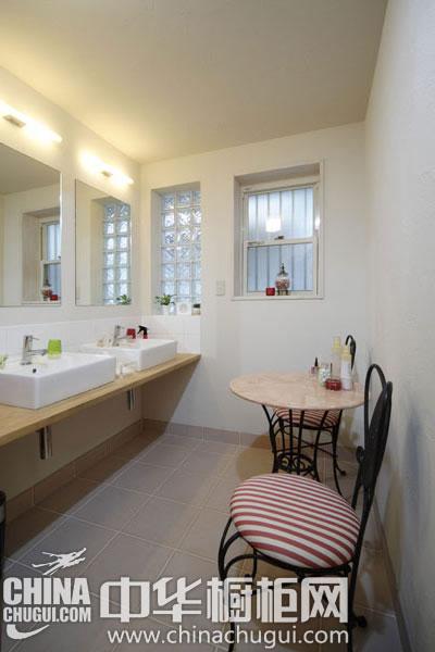 清新自然的全木装饰 白色厨房没入尽显时尚之感