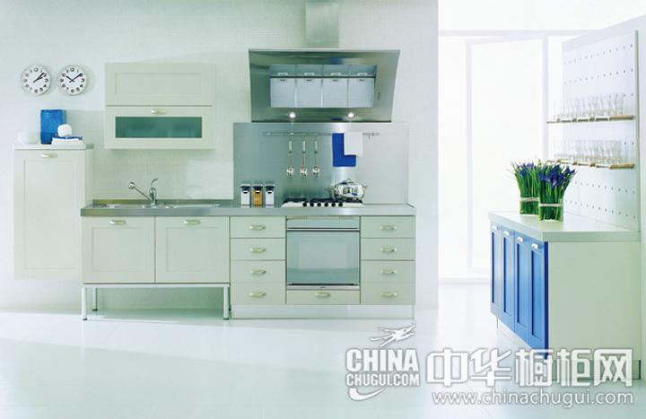 开放式厨房装修效果图  包裹家庭厨房独特的暖意