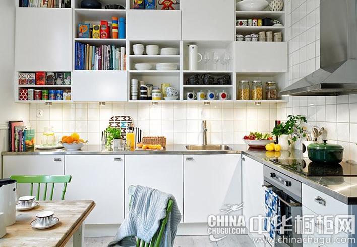 厨房装修效果图 纯白色的厨房壁柜设计