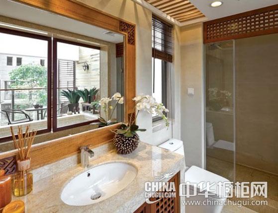 【中式浴室裝修效果圖】 浴室柜柜門版面采用中式古典鏤空設計,古色