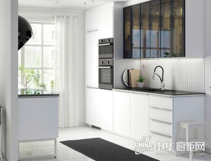 用高光白泽搭配烟熏玻璃 开放厨房装修效果图