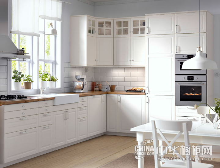 温暖阳光照耀厨房 欧式简约橱柜效果图