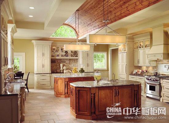 tip2从橱柜到墙面,这间厨房的整体格调都很很融洽.